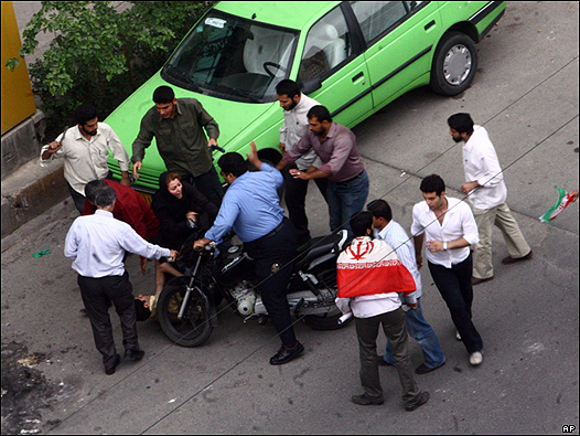 Government Crack down on Iranian's protesting the election result - Millions of Iranians Protes Iran Presidential Election result - Islamic Republic of Iran Government cracks down on Iranian youth protesting the lack of Freedom and aleged Fraud election result